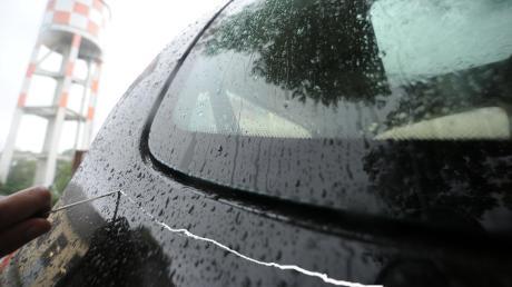 Auto in Mering-St. Afra zerkratzt: 2000 Euro Schaden.