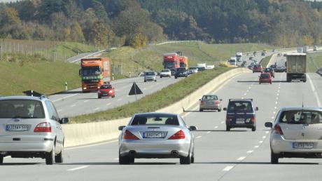 Nur 160 Meter von der Autobahn entfernt sollte die Gemeinde Adelzhausen Baurecht auf zwei Grundstücken schaffen. Der Gemeinderat sah hier einige Probleme.