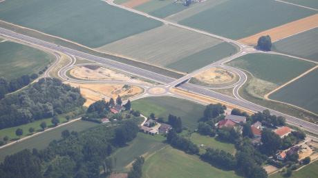 Immer noch nicht ganz abgeschlossen ist der Bau der vierspurigen B 300 zwischen Dasing und Gallenbach, hier der Blick auf die Anschlussstelle Gallenbach.