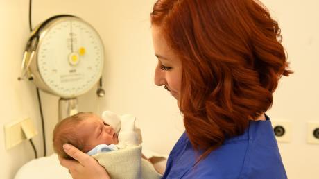 Momentan ist die Personalsituation in der Friedberger Geburtsstation gut. Doch die Kliniken an der Paar suchen eine langfristige Lösung.