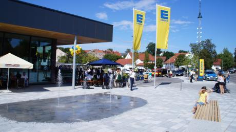 Der Supermarkt ist das Herzstück der neuen Rieder Ortsmitte. Er eröffnete dieses Jahr im August. Jetzt bekommt die Gemeinde für die Gestaltung von Gebäude und Vorplatz einen Preis.