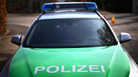 Ein 20 Jahre junger Mann aus dem Landkreis Neuburg-Schrobenhausen verlor Freitagfrüh bei einem Autounfall sein Leben.