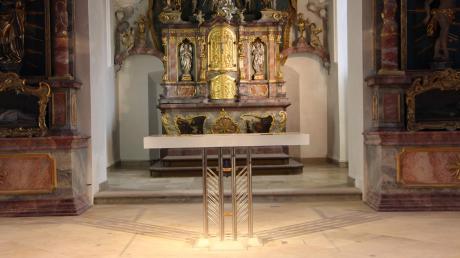 Die Kirche St. Johannes Baptist in Paar wurde für 120000 Euro umgestaltet und renoviert. Der neue Altar ist das Herzstück des Raums und wiegt rund 200 Kilogramm. Die Platte ist aus Acrylglas.