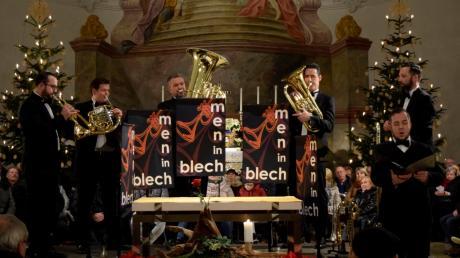 Die Men in Blech und Tenor Michael Etzel (vorne rechts) begeisterten das Publikum in der übervollen Wallfahrtskirche Herrgottsruh.  Foto: Manuela Rieger