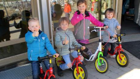 Mit Laufrädern und Roller sind die Eurasburger Kinder gut gerüstet. Foto: M. Sailer
