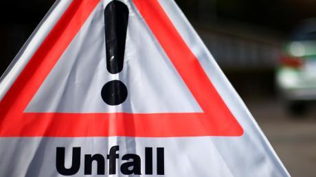Im Starkregen am Samstagabend ist ein Autofahrer auf der A8 bei Burgau ins Schleudern gekommen.