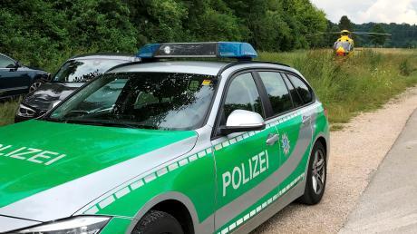Polizei und Rettungskräfte waren nach einer Party von Abschlussschülern am Montagabend am Friedberger See im Einsatz.