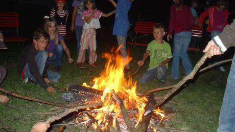 Besonders schön ist immer die Abschlussfeier des Meringer Ferienprogramms an der Meringerzeller Hütte mit Lagerfeuer und vielen Spielen.