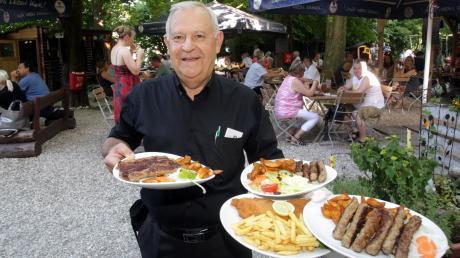 Hungrig verlässt niemand den Gasthof zum Bärenkeller: Wirt Mirko Milosevic serviert Balkan-Spezialitäten und Klassiker wie Schnitzel mit Pommes.
