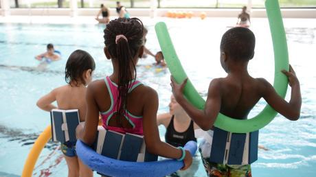 Nach dem Badeunfall im Friedberger See ist die Notwendigkeit von Schwimmkursen für Asylbewerber und deren Kinder wieder ins Blickfeld gerückt. Im Wittelsbacher Land gibt es ab Herbst neue Kurse. (