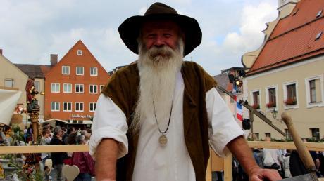 Der Zimmerer Wolfgang Bradl ist seit der ersten Friedberger Zeit immer dabei und arbeitet wieder mit am Gemeinschaftsprojekt der Handwerker.