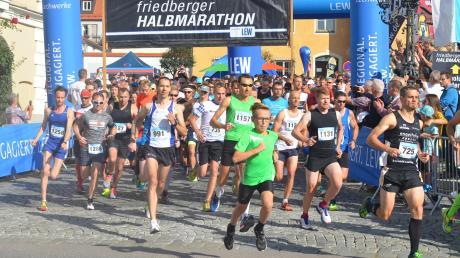 Mehr als die Hälfte der 1250 Startplätze für den Friedberger Halbmarathon 2019 ist bereits vergeben. Mit ihrem Sohn Finn lief Sabrina Zimmermann im vergangenen Jahr als Siegerin über die Ziellinie.
