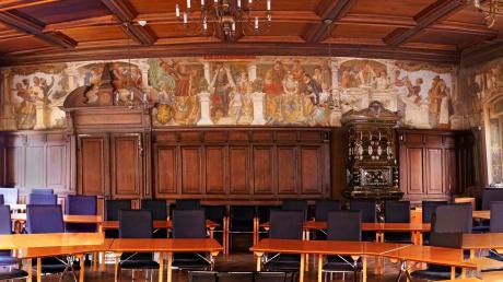 Auch weiterhin nehmen 30 Stadträte und der Bürgermeister Platz im Sitzungssaal des Friedberger Rathauses. Die Stadt ist nicht so stark gewachsen, dass das Gremium vergrößert werden müsste.