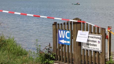 Wegen des Befalls mit gefährlichen Blaualgen wurde für den Mandichosee ein Badeverbot verhängt. Mehrere Hunde hatten offenbar Seewasser getrunken und waren anschließend gestorben.