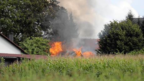 Weil eine Gartenhütte in Brand gerät, muss am Sonntagnachmittag die Feuerwehr in Rinnenthal anrücken.
