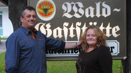 Der neue Pächter der Waldgaststätte in Althegnenberg, Kostas Papandopoulos, mit seiner Lebensgefährtin Maria Leka.