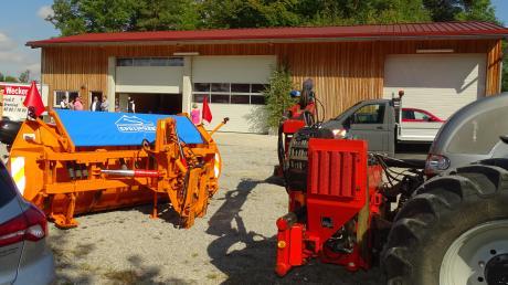 Der neue Bauhof. Die Fahrzeuge der Gemeinde finden Platz in der Halle. Hinter dem Tor rechts befindet sich das Salzlager