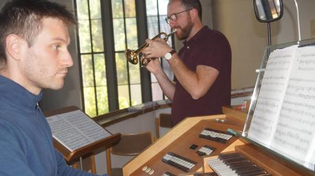 Der Kissinger Organist Tobias Reinsch spielt zusammen mit Johannes Steber an der Trompete ein Konzert zum zehnjährigen Jubiläum der Kissinger Orgel.