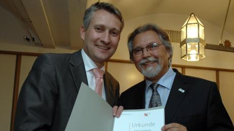 Roland Fuchs (rechts, hier mit dem ehemaligen Neusäßer Bürgermeister und heutigen CSU-Bundestagsabgeordneten Hansjörg Durz) pflegte immer ein gutes Verhältnis zum politischen Gegner.