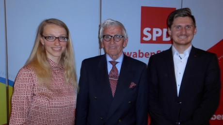 Generationsübergreifendes Angebot der SPD Aichach-Friedberg an den Wähler: Kreisvorsitzende Sandra Lederer, stellvertretender Landrat Peter Feile und Landratskandidat Andreas Santa.