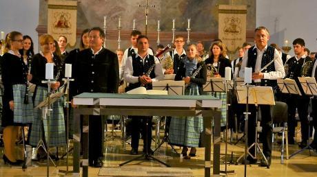 Zum Herbstkonzert lud das Blasorchester Wittelsbacher Land in die Wallfahrtskirche Herrgottsruh ein. Foto: Berthold Schmitt