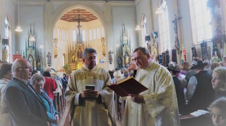 In der voll besetzten Pfarrkirche zelebrierte Kaplan Stefan Gast die feierliche Einführung von Pfarrer Anton Brandstetter