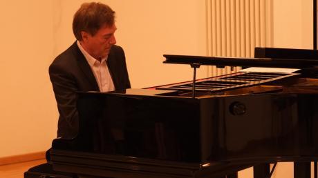 Valerij Petasch gastierte seit 2013 fünfmal im Merchinger Pfarrsaal und tritt am 16. November erstmals im Friedberger Schloss auf.