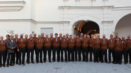 Der Trientiner Bergsteigerchor trat anlässlich der 50-jährigen Verbundenheit zum Alpenverein im Friedberger Schloss auf.