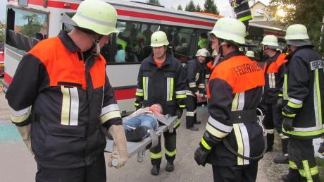 Damit die Feuerwehren aus Ried, Sirchenried und Zillenberg die Tagesalarmsicherheit gewährleisten können, schließen sie sich zusammen. Unser Bild zeigt die Einsatzkräfte bei einer Großübung.