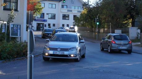 Sehr viel Verkehr rollt täglich durch den Ortskern von Ried. Bei der Bürgerversammlung wurde nun angesprochen, welches Risiko das für die Grundschulkinder bedeutet.