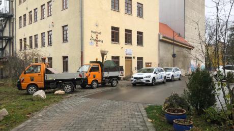Es tut sich was an der Meringer Schlossmühle. Bauhof und Mitarbeiter derAufzugfirma waren vor Ort.