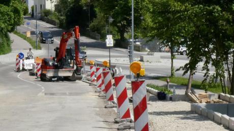 Bürgermeister Roland Eichmann hat beim Ausbau der Bahnhofstraße mehrfach gegen geltendes Recht verstoßen. Mit den Folgen beschäftigt sich am Mittwochabend der Friedberger Stadtrat.