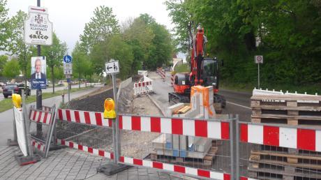 Anfang Mai begann der Bauhof mit den Arbeiten an der Bahnhofstraße in Friedberg. Sie werden noch ein längeres Nachspiel haben.
