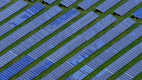 Im Süden Merchings an der Bahnlinie soll ein neue Photovoltaikanlage errichtet werden.