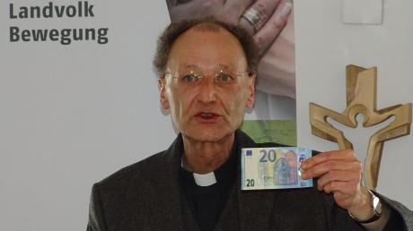Festredner Wolfgang Hacker betont beim Landkvolktag in Ried, dass Europa nicht mit der EU gleichzusetzen sei.