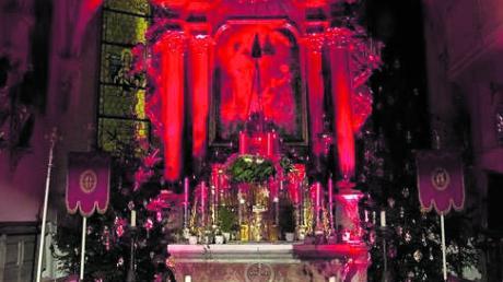 Beim Adventskonzert wird das barocke Ambiente der Kissinger Kirche St. Stephan auch in stimmungsvolle Farben getaucht.