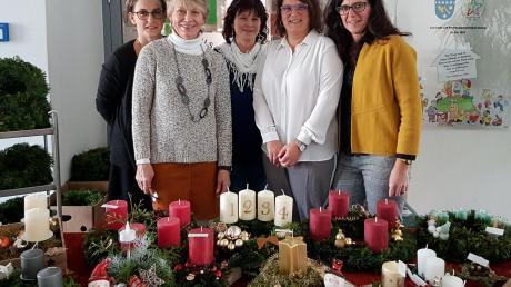 Auch das Team des Frauenbundes Dasing mit Carola Kreutmayr, Hanni Kügle, Roswitha Knöferl, Carmen Huber und Heike Widmann (von links) war beim Adventsbasar der Pfarreiengemeinschaft aktiv. Foto: Hildegard Mayershofer