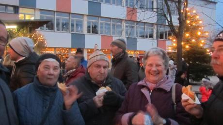 Genießen und dabei Gutes tun war für viele Besucher auf dem Merchinger Adventsmarkt angesagt.