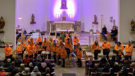 In der Kirche Mariä Himmelfahrt gastierte das Nachwuchsorchester der Kolpingkapelle mit seinem Adventskonzert. Foto: Ralf Hermle, Photokunst Hermle