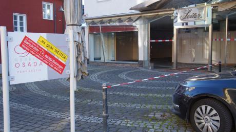 Die Pläne, dass im ehemaligen Modehaus Seiler ein Cafe mit Bäckerei einziehen will, sorgte im Bauausschuss des Meringer Marktgemeinderats für eine Diskussion um Stellplatzsatzung, Zufahrten und Parkverbote. (