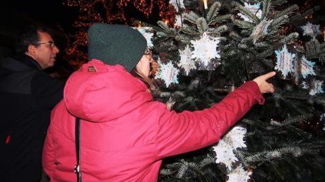 Insgesamt 145 Wünsche können bis 18. Dezember erfüllt werden. An Heiligabend werden sie dann vom Pflegepersonal an die Senioren überreicht.