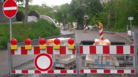 Hat sich Bürgermeister Roland Eichmann mit dem rechtswidrigen Ausbau der Bahnhofstraße in eine Sackgasse manövriert? Der Rechnungsprüfungsausschuss empfiehlt dem Stadtrat, die nachträgliche Genehmigung der Maßnahme zu verweigern.
