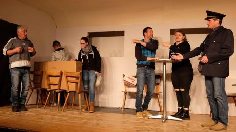 Die Sing- und Spielgruppe Hofhegnenberg lässt den Champus-Express fahren.