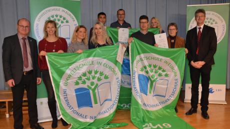"""Die Grundschule Kissing kann sich über die Auszeichnung """"Umweltschule in Europa/Internationale Nachhaltigkeitsschule"""" freuen."""