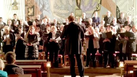 Beim Konzert in der Pfarrkirche Derching Mariä Unbefleckte Empfängnis sang der Gemeinschaftschor Derching/Hohenwart unter der Gesamtleitung von Franz Seitz-Götz.