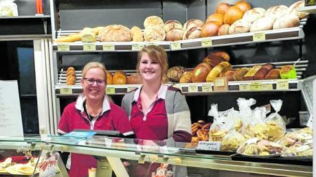 Cornelia Staib (links) und Melanie Hansen haben in der Taitinger Straße in Dasing das Café Melcon eröffnet.