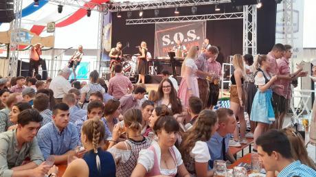 Die Partystimmung beim Friedberger Volksfest könnte dieses Jahr ausfallen.