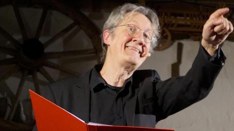 Als Stänkerer mit Grips präsentierte sich Holger Paetz bei seinem satirisch-politischen Jahresrückblick in Schmiechen