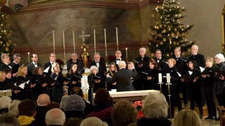 Langer Applaus des begeisterten Publikums war dem Collegium Vocale unter dem Dirigat von Bernd-Georg Mettke gewiss.