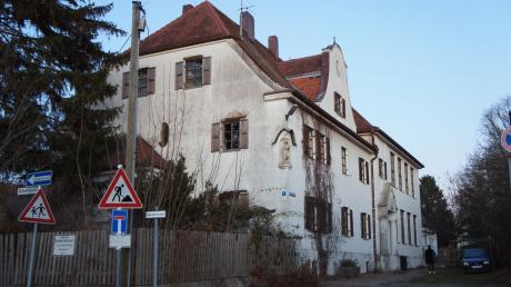 Das alte Kloster ist eines der wenigen noch erhaltenen alten Gebäude in Mering. Immer wieder war die Zukunft der Immobilie, die der Kommune gehört, Gegenstand von Diskussion. Jetzt machen die Grünen sich dafür stark, das Haus zu bewahren.